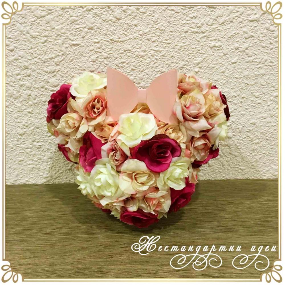 Мини Маус - фигура от текстилни цветя