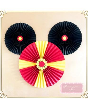 Мики Маус - голяма фигура от ветрила
